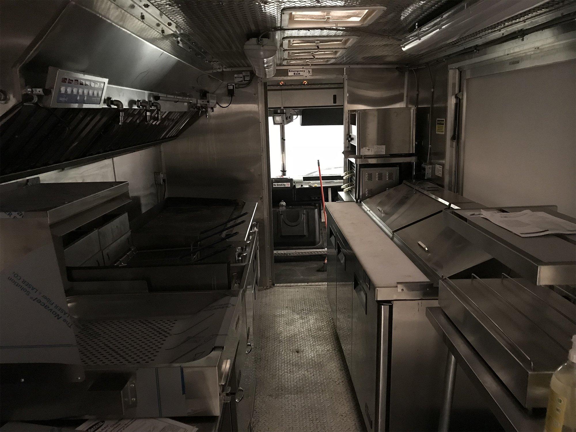 2000px-_0001_White spot triple o truck (4)